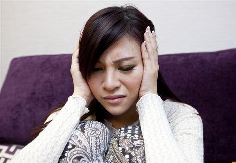 耳鳴發作,容易造成患者無法專注、焦躁等情緒反應。
