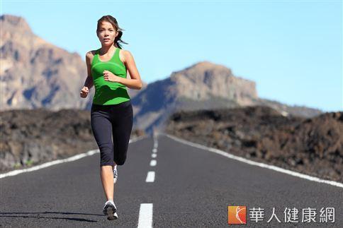 想要透過慢跑達到燃脂、減重瘦身的效果,至少須進行20分鐘以上。