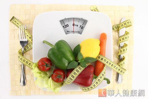 每日攝取充足的膳食纖維,有助於預防脂肪肝形成。