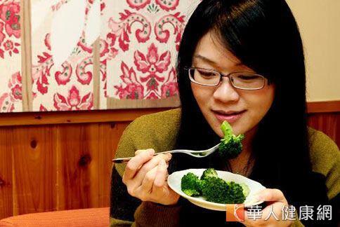 天天攝取3蔬2果增加膳食纖維量,有助於控制體內血脂肪濃度。(圖片提供/千禧之愛健康基金會)