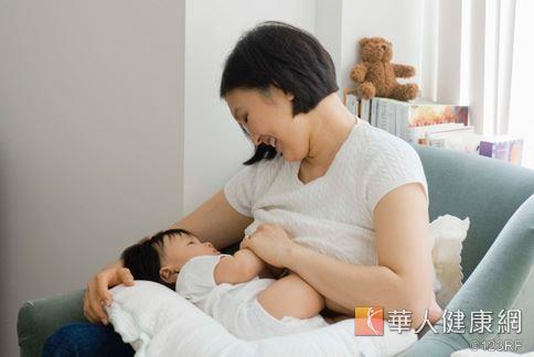 哺乳不但可以讓小嬰兒獲取營養素,還能幫助媽媽消耗熱量。