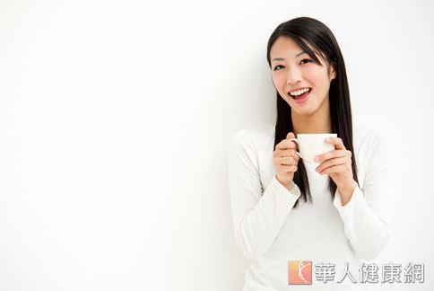 每天來一杯新鮮蔬果汁,不僅可增加膳食纖維,還能提高身體抗氧化能力,促進健康。