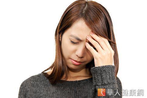 有頭痛困擾嗎?多喝水可以有助減少頭痛發生的次數唷!