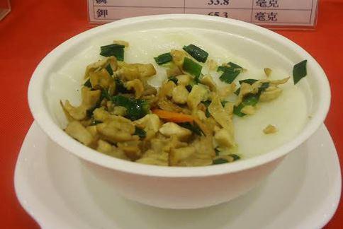 利用在來米粉和太白粉製作的客家碗粿,符合低氮飲食的原則,適合做為腎功能不全的民眾食用。(圖片提供/大千綜合醫院)