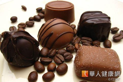 研究發現黑巧克力中的多酚類可增加腸道益生菌,同時還有預防心血管動脈硬化的好處。