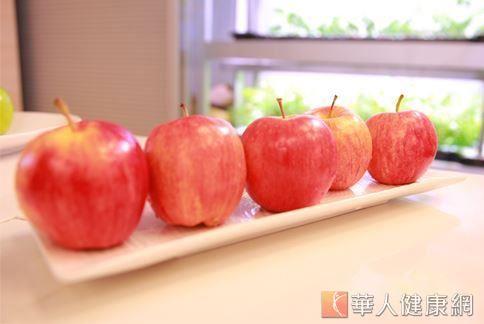 春天吃蘋果,可預防腸道老化,更是很優質的「天然解毒劑」。