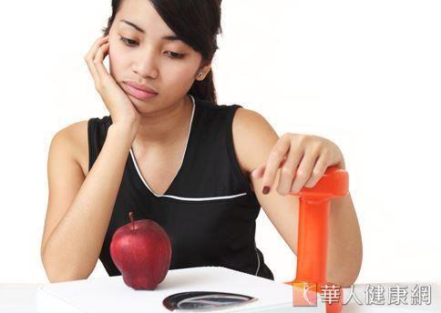 蘋果所含熱量很低,對想減重女性族群,是很好的排毒水果。