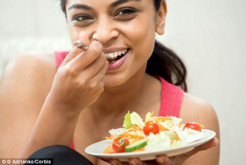 飲食與健康密不可分,吃得營養、均衡,避免隨心所欲的吃,才是維持健康的方法。(圖片/取材自英國《每日郵報》)