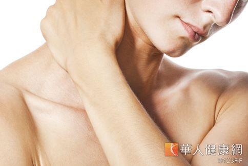 皮膚只要缺水或是受到刺激,就會引起發癢症狀讓人難以忍受,除了止癢軟膏其實還有其他簡便的止癢方法。