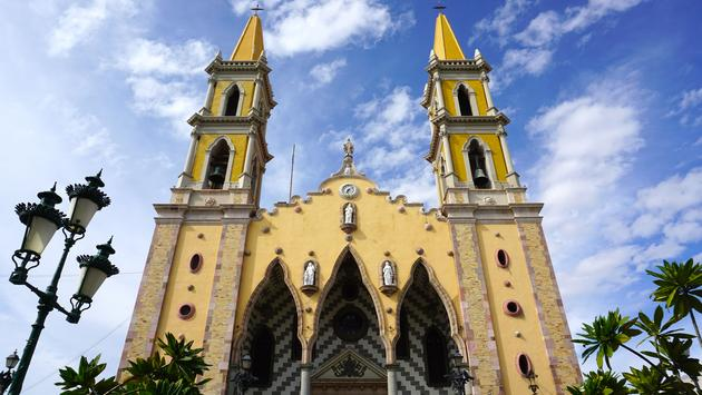 This beautiful church is located in the middle of the old city. Construction of the Mazatlan Cathedral was begun in 1875 and finished in 1899, and consecrated in 1937 in honor of the Virgin Mary. It is considered to be the most beautiful in northwest Mexi