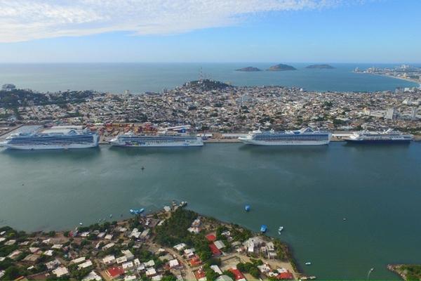 Resultado de imagen de cruise ships in mazatlan