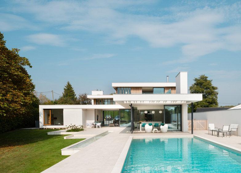 Landscape Oriented Mansions Three Storey Concrete Home