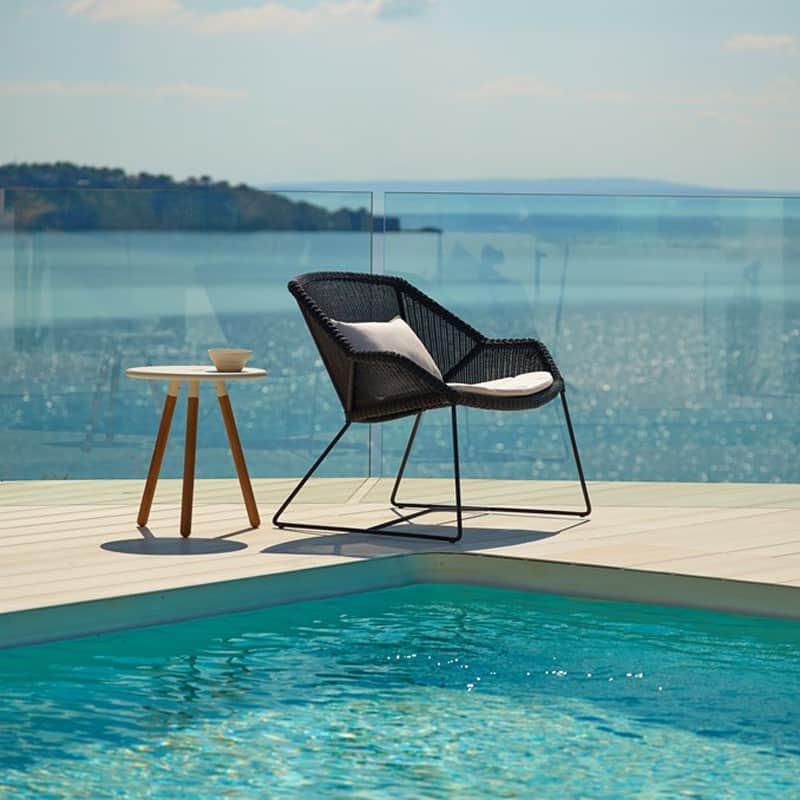 Ultra Modern Pool Lounge Chairs To Turn Your Backyard Into
