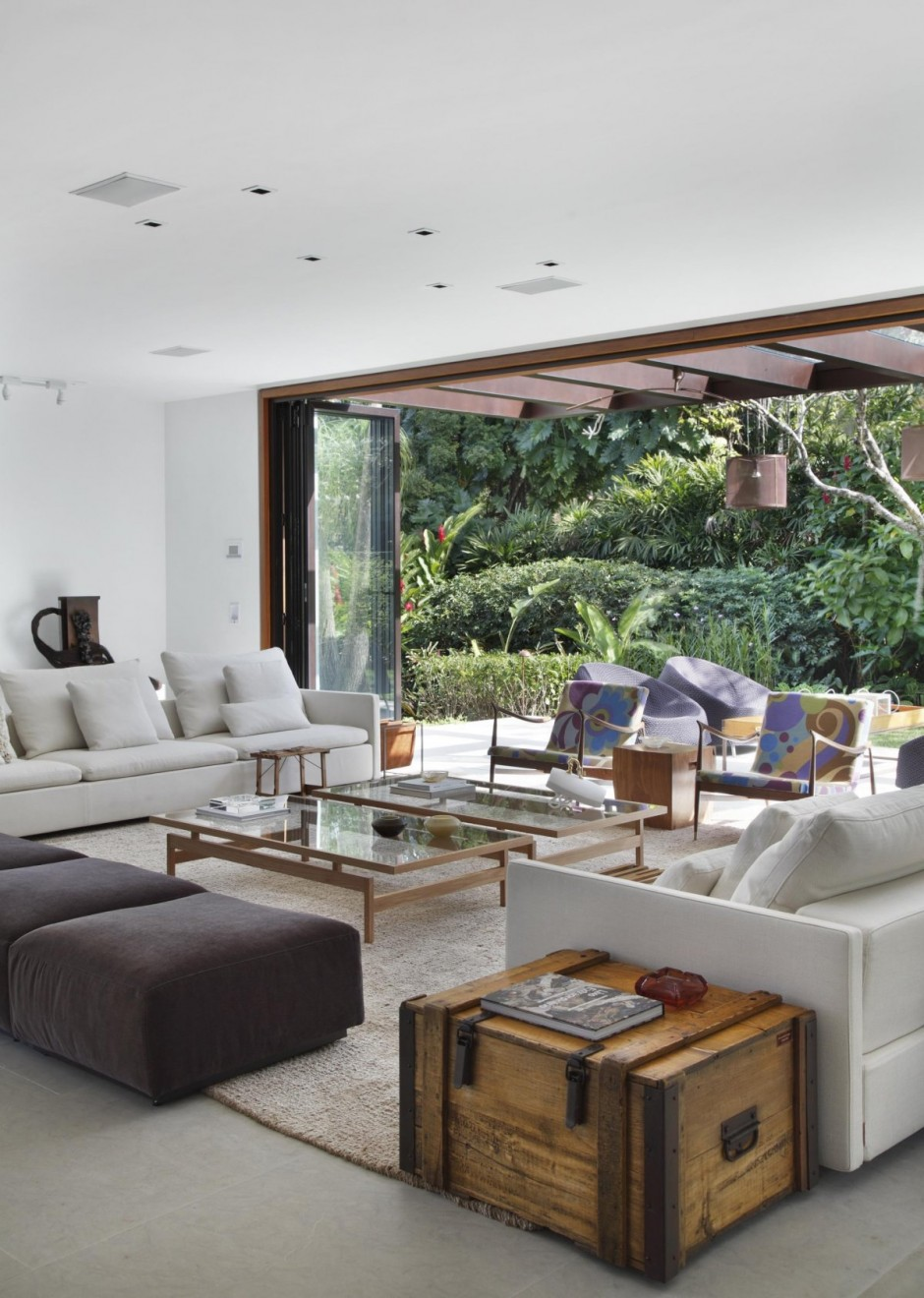Contemporary Colonial Home in Rio decorated in neutral palette View in gallery contemporary colonial home in rio 12 jpg