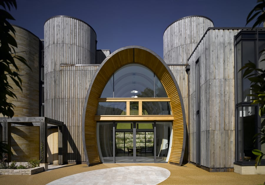 Contemporary Countryside Home With Oval Entrance And