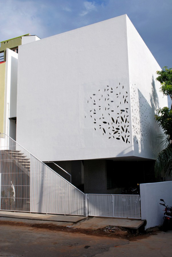 India House Design With Amazing Exterior Walls And Courtyard