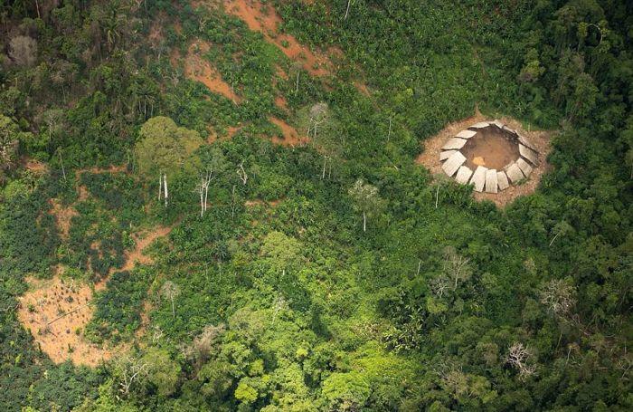 Brezilya'da Uygar Dünyadan Uzak Bir Kabile Bulundu (4 fotoğraf)