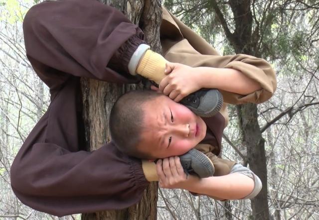 Genç nesil Shaolin Rahiplerinin sert eğitimi (10 fotoğraf)