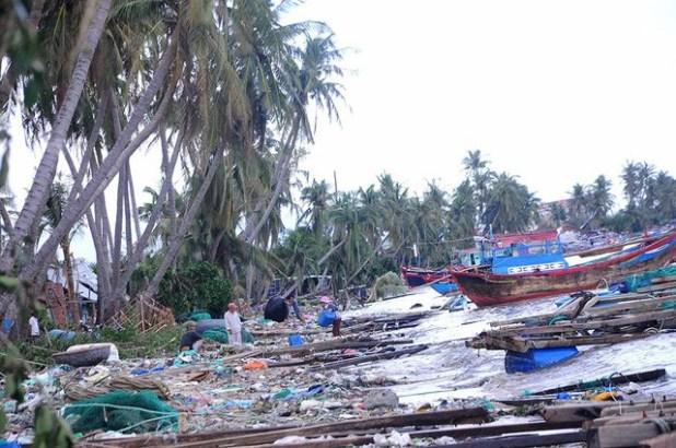 Giãn nợ cho người dân bị thiệt hại do bão số 12 - Ảnh 1.