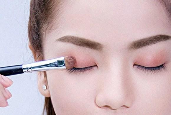 Trang điểm mắt tinh tế như chuyên gia chỉ bằng 6 bước đơn giản - Ảnh 1.