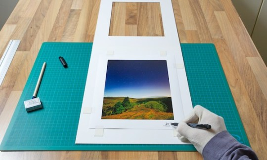 An Expert Guide to Matting and Framing a Photo If you do choose to sign the print make sure you use an archival quality  pigment ink pen  A good old HP pencil is perfect for the matte