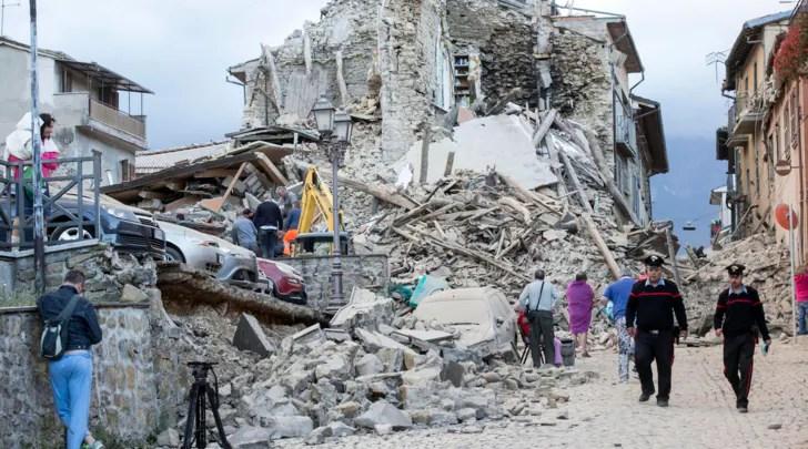 Risultati immagini per vignette su renzi e il terremoto
