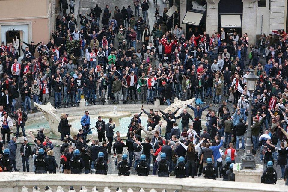so tobten die rotterdam hooligans in rom tages anzeiger