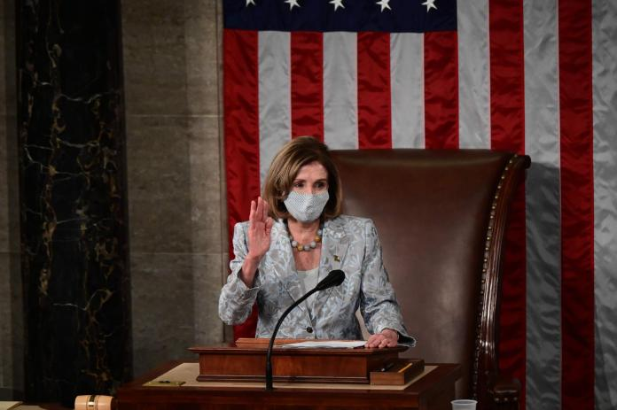 Take the oath of office: 80-year-old Nancy Pelosi is confirmed as chairwoman by the House of Representatives.  (January 3, 2021)