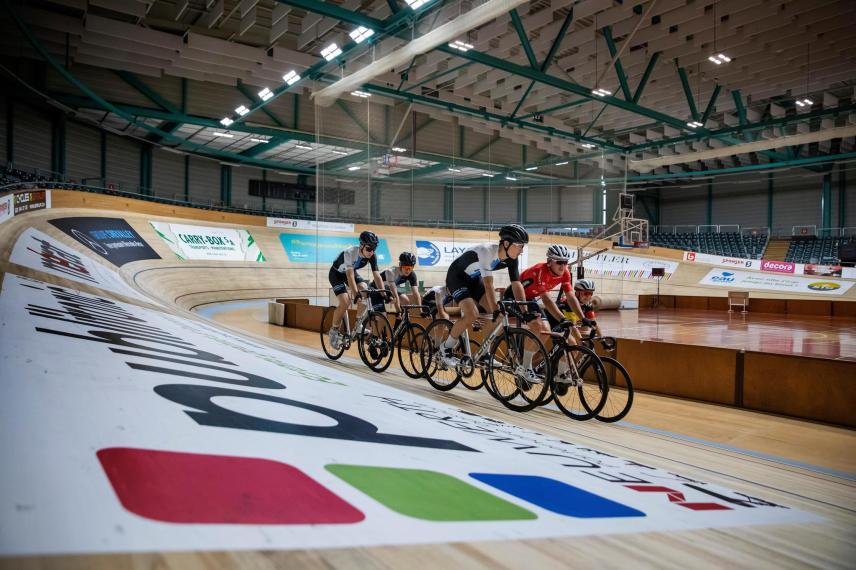 After eighteen months in the background, the Queue-d'Arve velodrome comes to life in a new light.  What to give wings to the young scouts of Geneva.