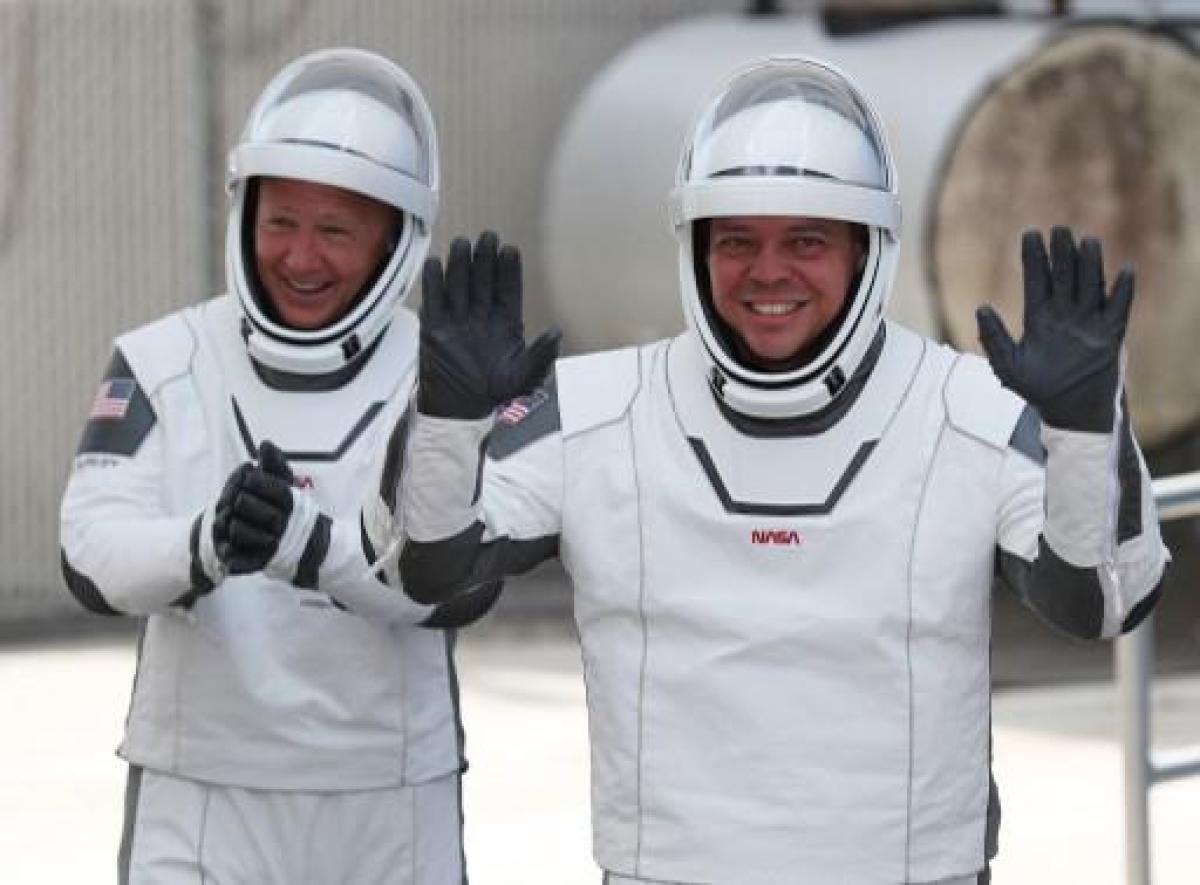 Bob Behnken (à droite) et Doug Hurley vont peut-être devoir attendre avant de remettre les pieds sur Terre. (Photo JOE RAEDLE / GETTY IMAGES NORTH AMERICA / AFP)