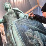 Bronzefrau Erstrahlt Wieder In Altem Glanz Berner Zeitung