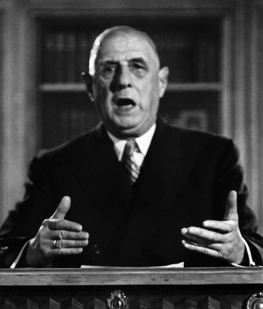 Le général Charles de Gaulle annonce sa candidature à l'élection présidentielle de 1965 lors d'une allocution radio-télévisée à l'ORTF, le 04 novembre 1965 à Paris. (Photo by AFP FILES / AFP POOL / AFP)
