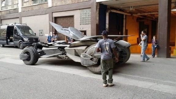 batmobile4 BATMAN V SUPERMAN: DAWN OF JUSTICE Batmobile Revealed