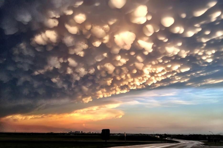 40 - Mammatus cloud