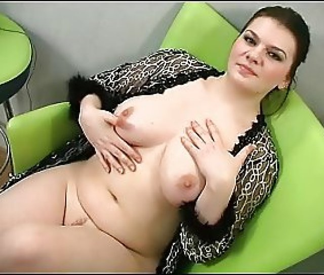 Sexy Chubby Brunette Shows Her Body