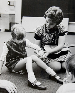 Early on, the Experimental School developed a model program for integrating children with visual impairments and multiple disabilities with typically developing children in classrooms. Photo from 1969.