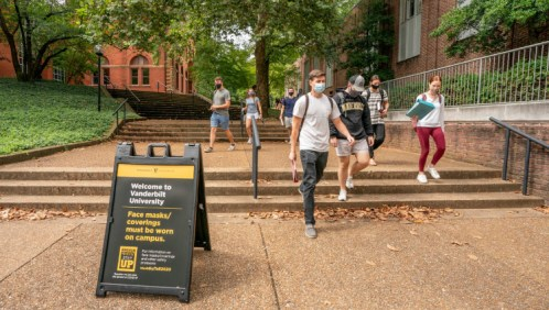 Vanderbilt students wear face masks on campus to prevent the spread of COVID-19. (Vanderbilt University)