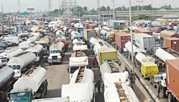 Apapa/Oshodi Gridlock: Area 'B' Command policemen, LASTMA abandon duty post as commuters suffer