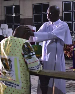 Ven. Stanley Awuzie praying for Chief Osita Chidoka