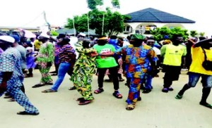 •Residents of Soba community in Abule Ado during the protest on Friday, May 18, 2018 at Soba town, Amuwo-Odofin, Lagos.