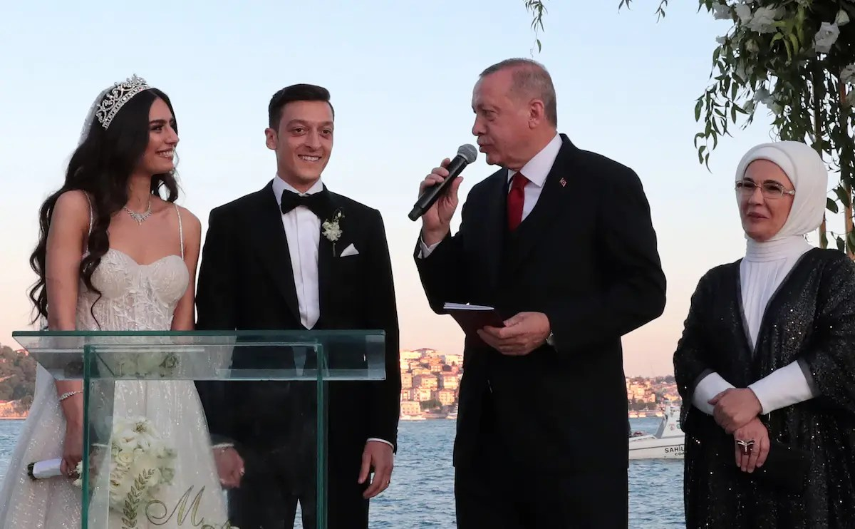 Arsenal's Mesut Ozil gets married with Turkish President Erdogan as best man