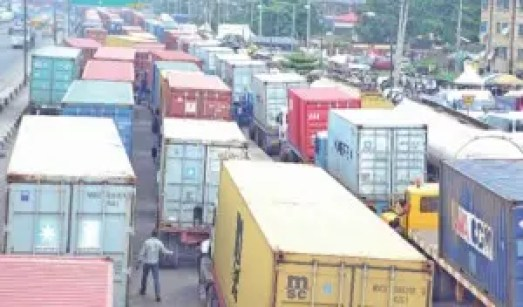 Apapa Expressway: Trucks invasion continues, motorists on standstill for hours
