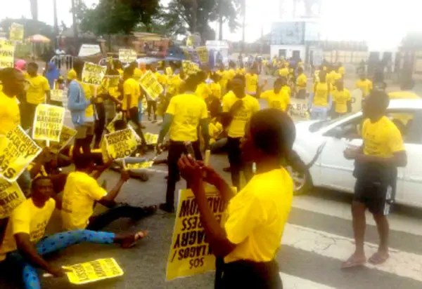 Lagos-Badagry Road: Residents storm Sanwo-Olu's office over checkpoints - Vanguard