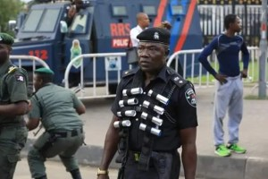 Sowore: Soldiers, Police, fire teargas, disperse #RevolutionNow protesters in Lagos
