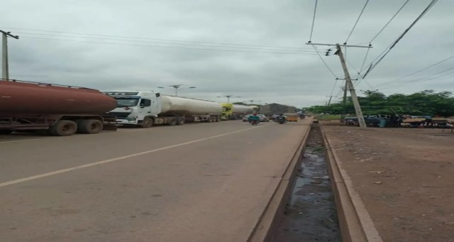 Accident, road collapse caused 2 days gridlock on Minna-Suleja road