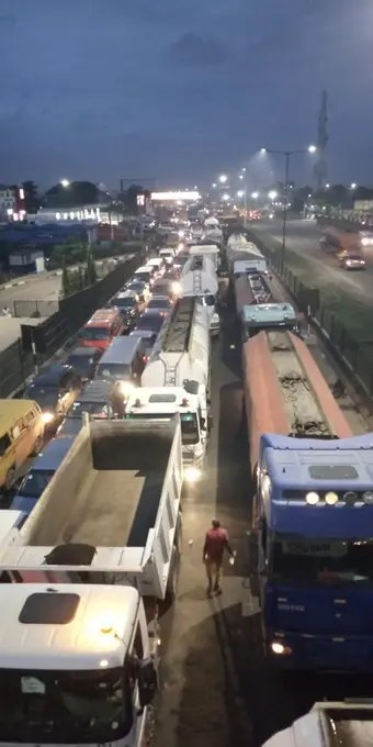 POTHOLES, TRAFFIC, BANDITS OF ORILE-MILE 2-BADAGRY EXPRESSWAY: We can't breathe, commuters lament
