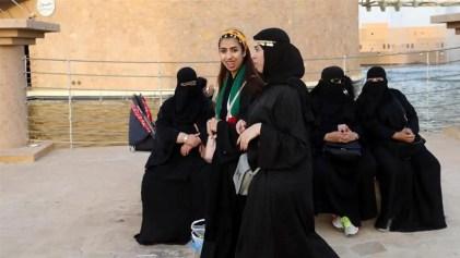 Saudi Arabia rules women can join army