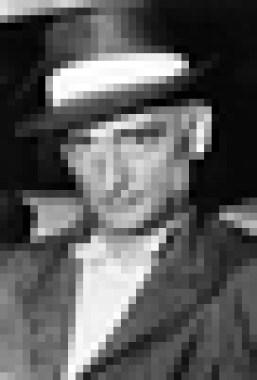 Советский разведчик Рудольф Абель – один из руководителей агентурной сети в США – арестован из-за предательства одного из резидентов, затем обменян на Глиникском мосту в Западном Берлине на американского летчика Гэри Пауэрса