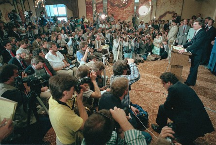 Hart announces his withdrawal from the race as over 200 journalists and photographers crowd into a small room at a 1987 news conference in Denver. (AP Photo)