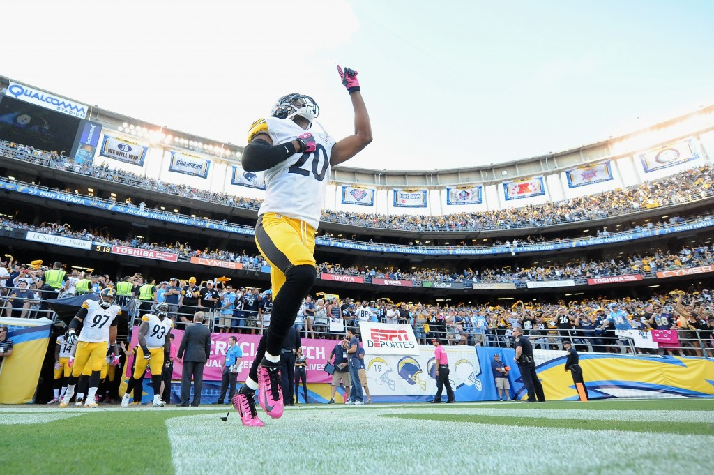SAN DIEGO, CA - OCTOBER 12: Strong safety Will Allen #20 of the Pittsburgh Steelers takes the field before a game against the San Diego Chargers at Qualcomm Stadium on October 12, 2015 in San Diego, California. (Photo by Donald Miralle/Getty Images)